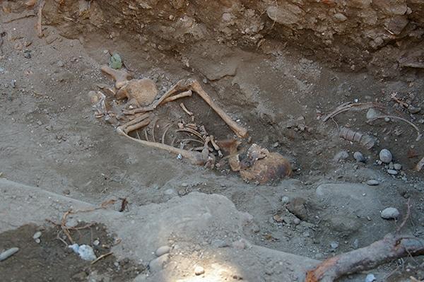 squelette archéologique saint sernin par équipe audiovsisuelle