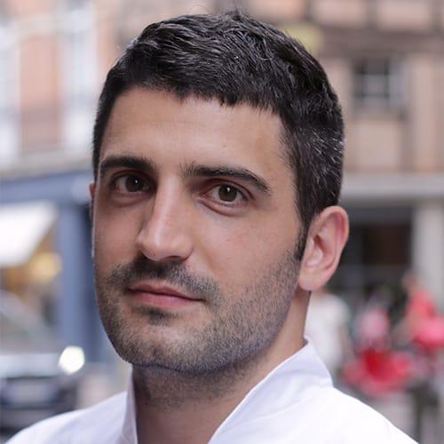 portrait photographie d'un professionnel de l'ostéopathie à Toulouse